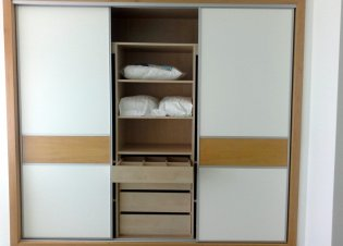 Wardrobe with three sliding doors